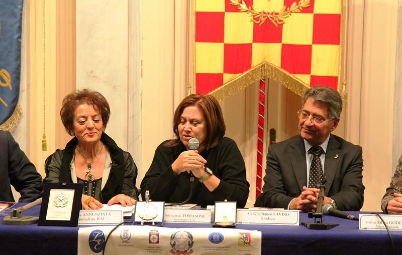 2012 Lucia annunziata